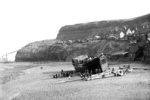 Fotografia de la Goleta Dimetry Varada en la playa de Whitby